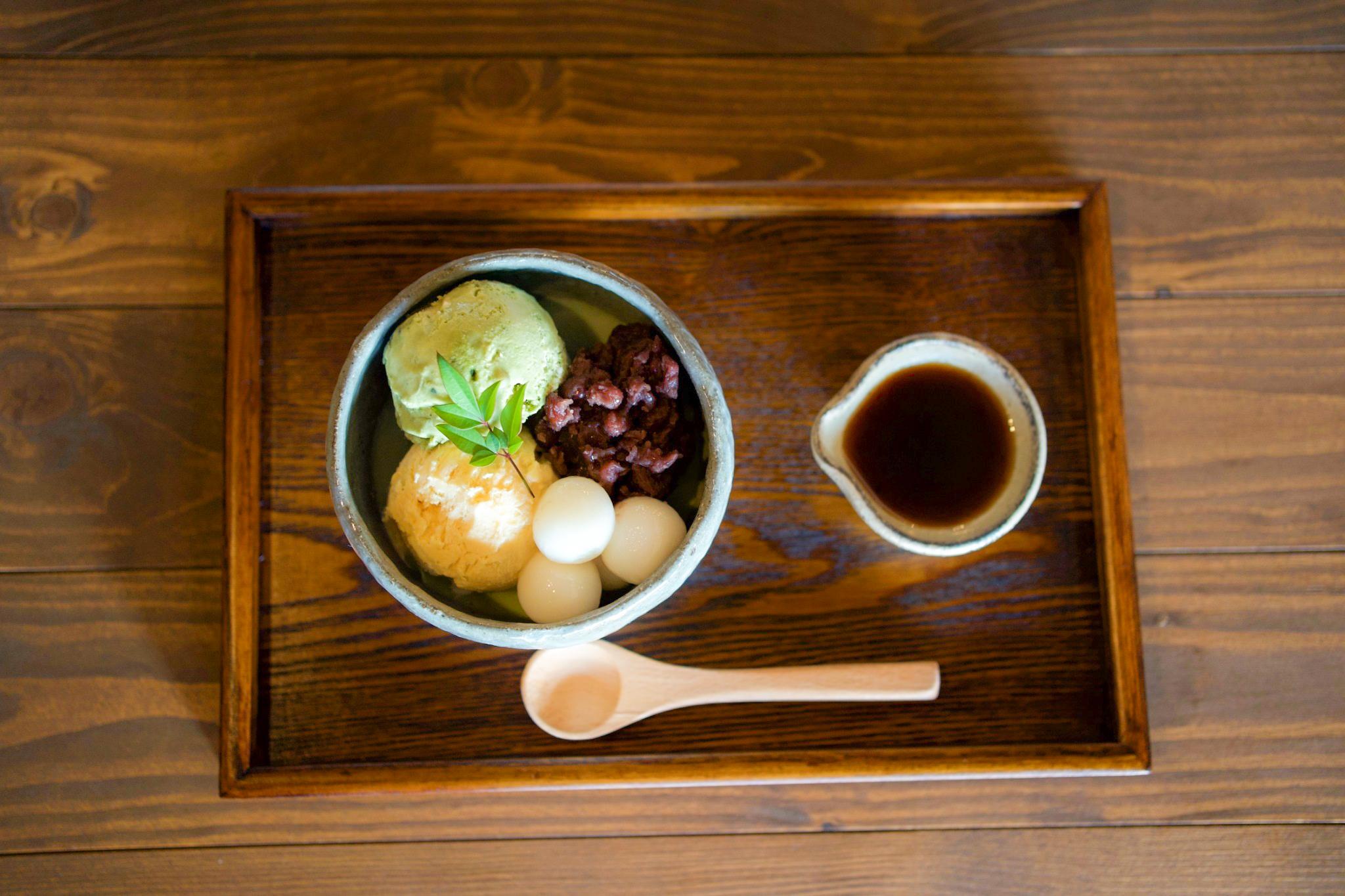 抹茶パフェ/880円、パフェドリンクセット/1100円