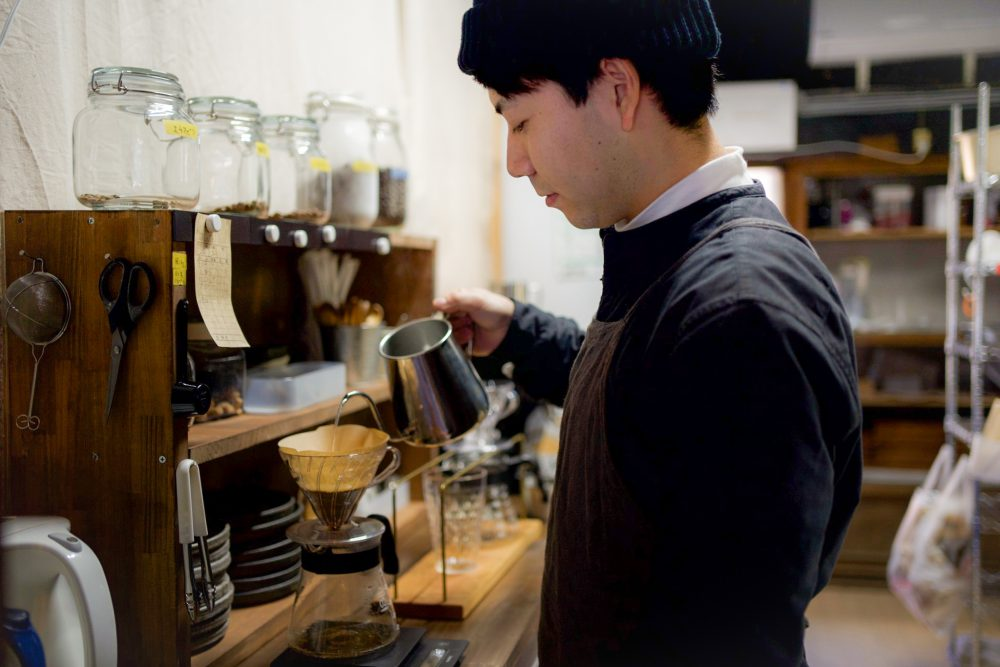Carefully brewed one by one with a hand drip. Coffee / 380 yen ~